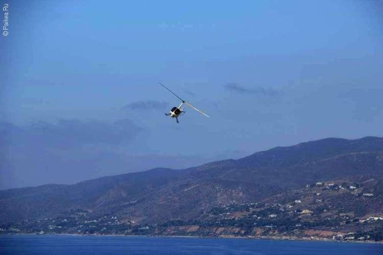 Пляж Зума, Вертолет над океаном в Калифорнии