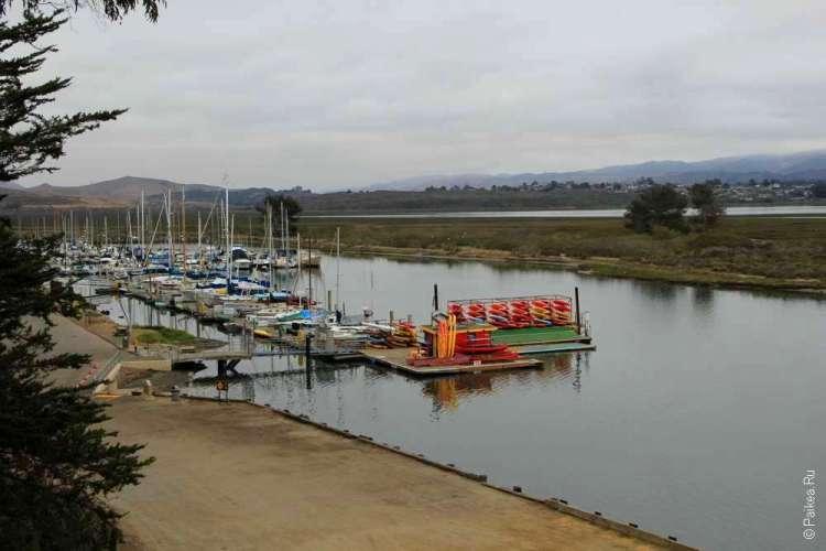 Причал и лодки
