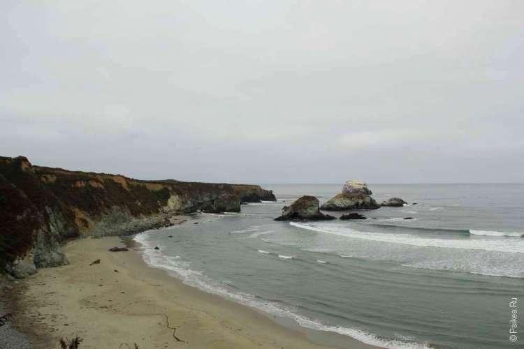 Пляж у берега Тихого океана
