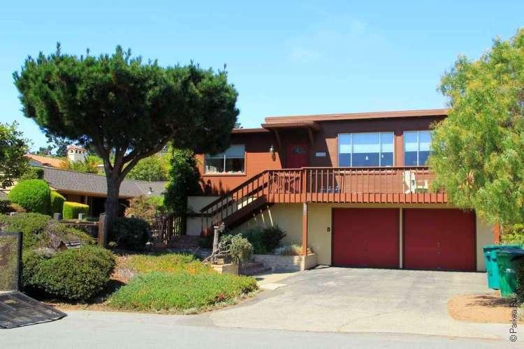 Дом и сад перед ним, Кармел, Калифорния, США