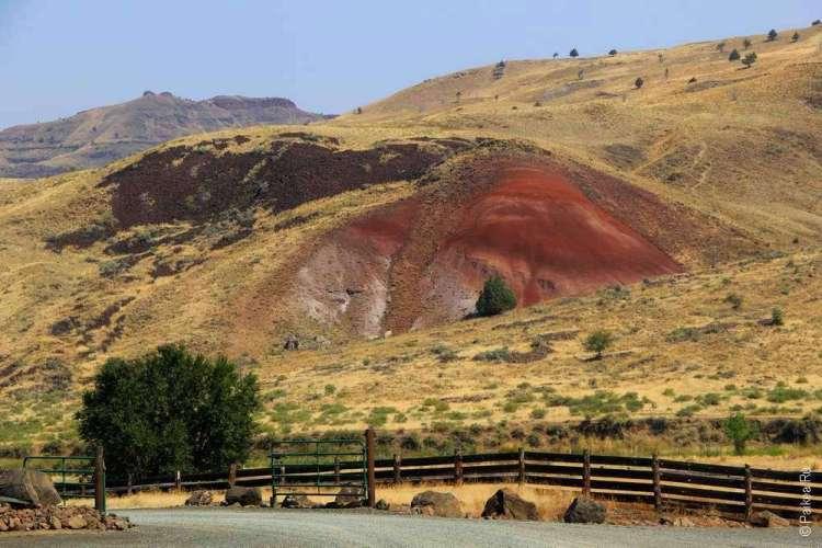 Красочные бэдлендс в США