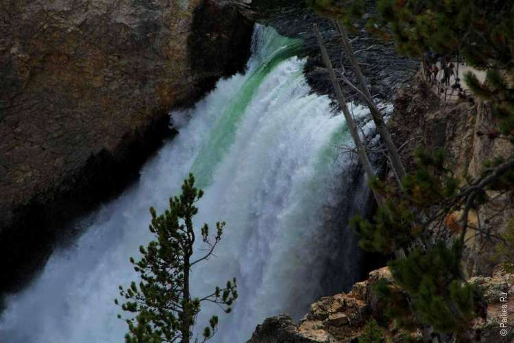 Водопад на реке Йеллоустоун