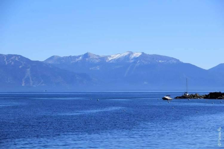 озеро тахо окружено горами