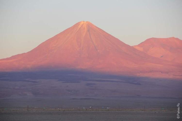Вулкан Ликанбур в вечерних сумерках