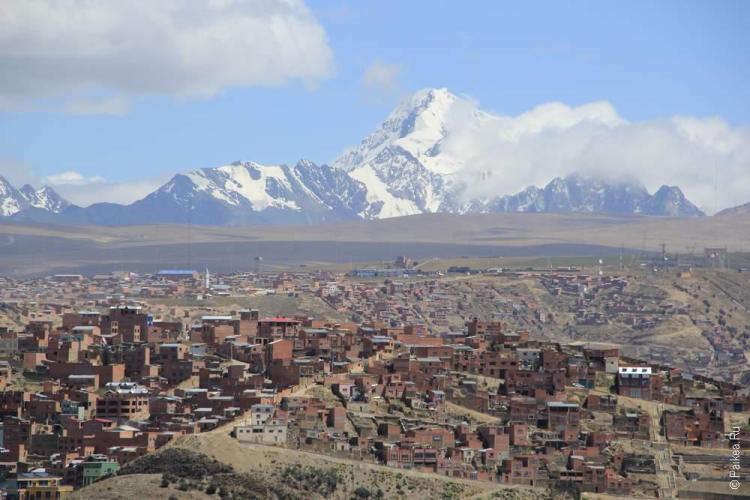 Вид на Ла-Пас и его неземные окрестности и Уайну Потоси