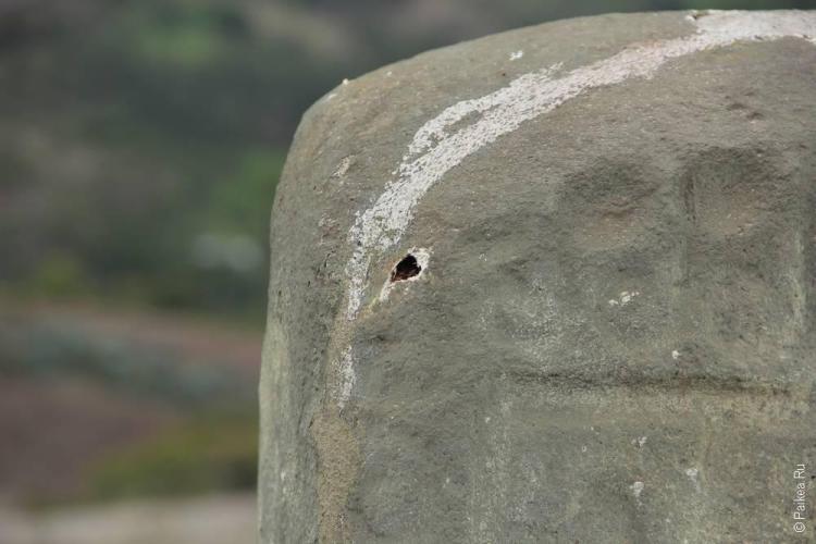 каменный идол из папье-маше