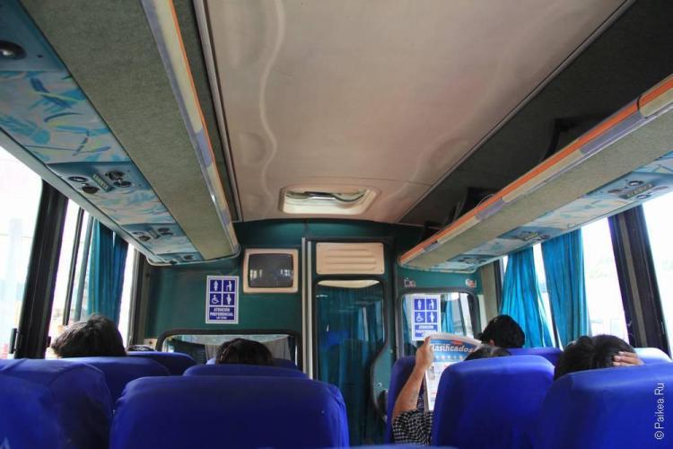 Внутри небольшого автобуса на небольшие расстояния