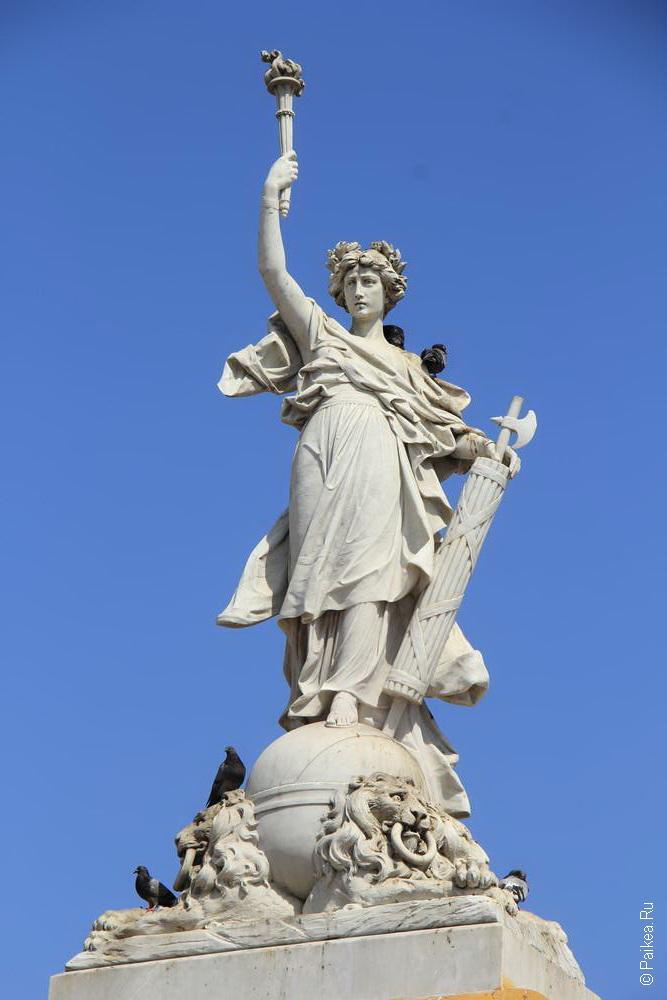Античная статуя с фашиной