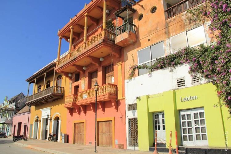 Трехэтажный дом в Картахене