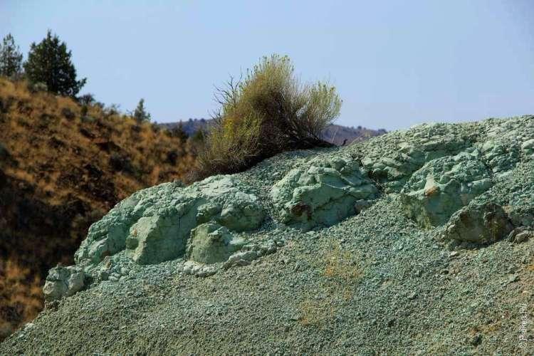 Ярко-голубая глина в парке Джон Дей