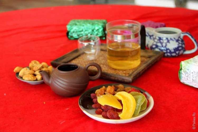 Тайский чай и фрукты