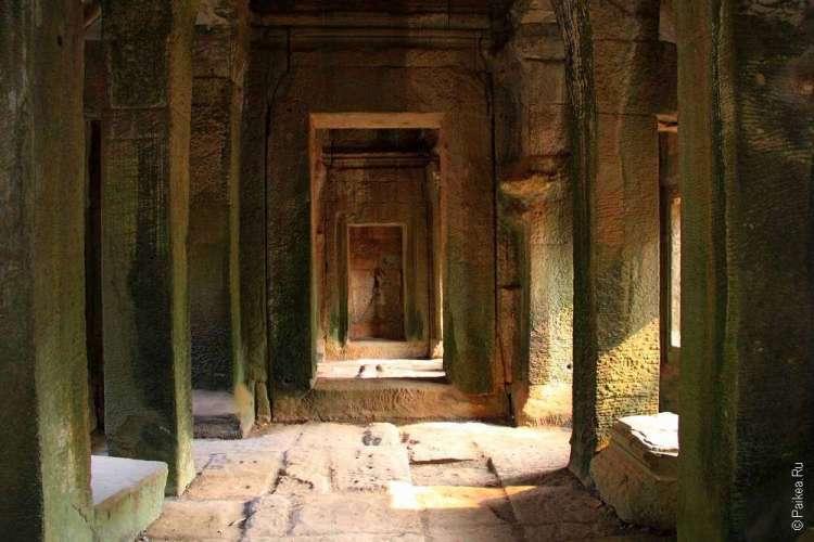 Коридор храма Ангкор Ват