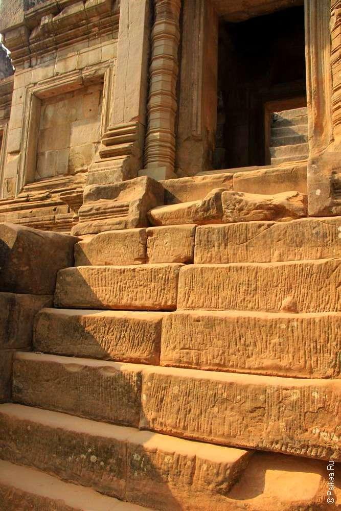 Лестница кхмерского храма Та Кео