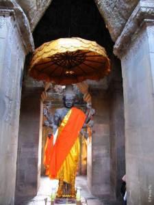 Статуя в Ангкор Ват