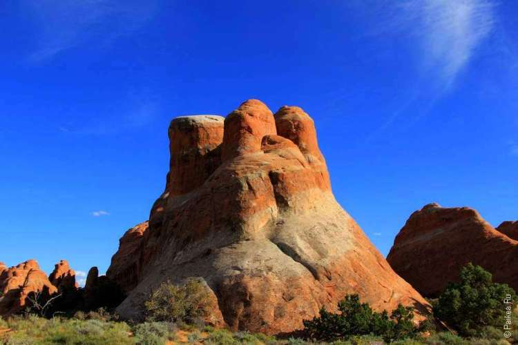 Двухцветная скала в национальном парке Арчес