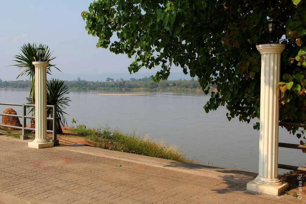На берегу реки Меконг