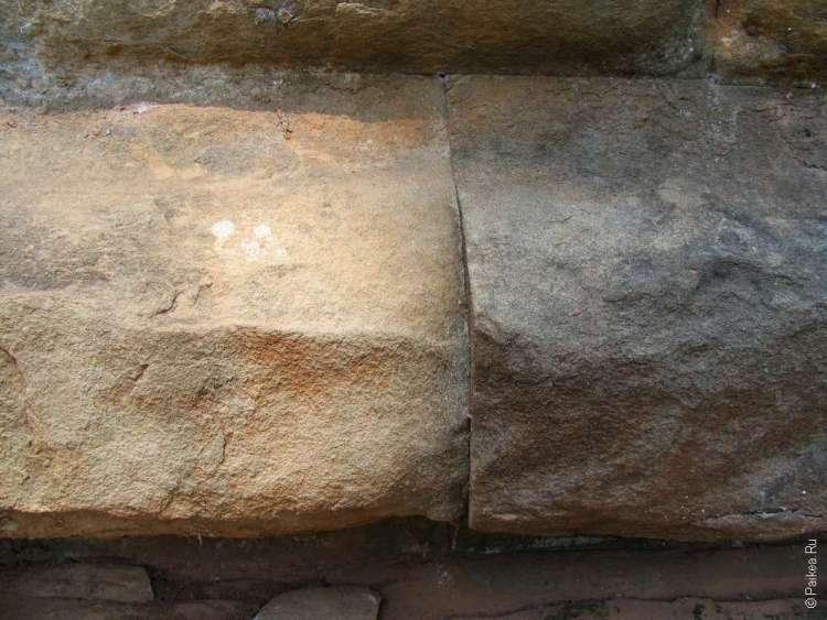 Камни нижнего уровня пирамиды смерти