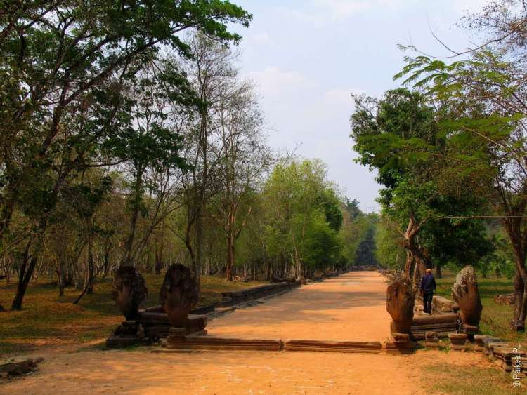 Дорога к храму Бенг Мелия