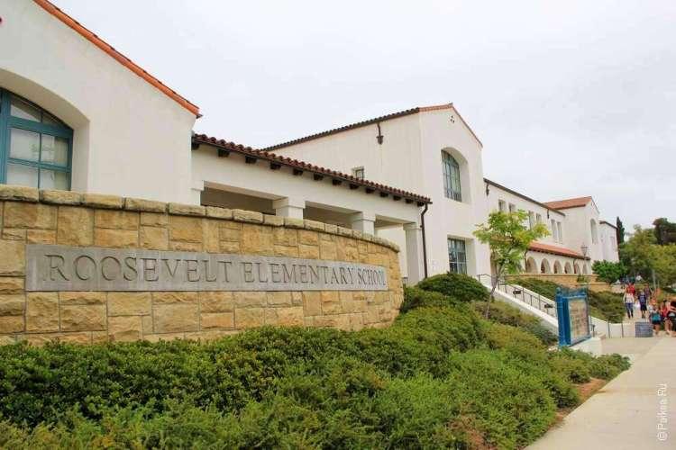 здание школы в колониальном стиле