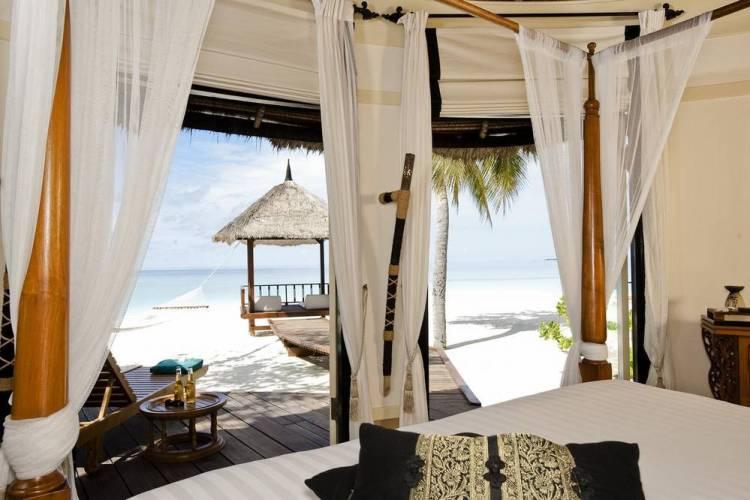 Мальдивы отель с домашним рифом banyan tree