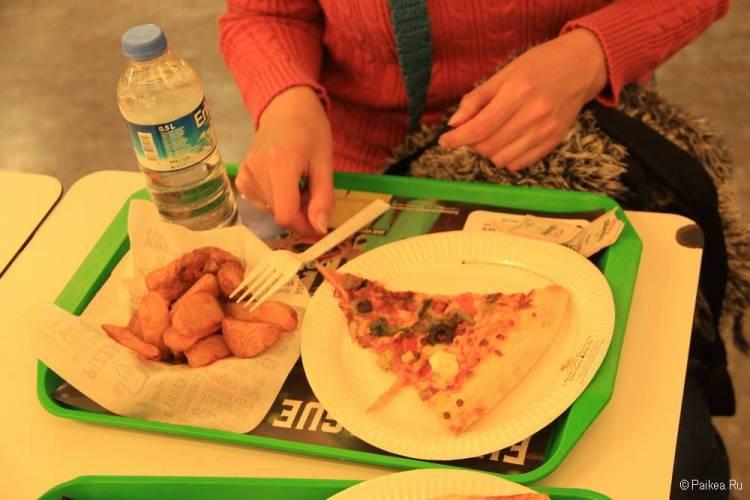 Бесплатно поели в аэропорту Стамбула перед перелетом в Москву