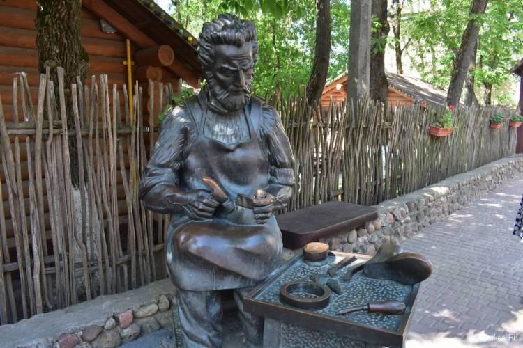 Памятник Сапожник, Витебск