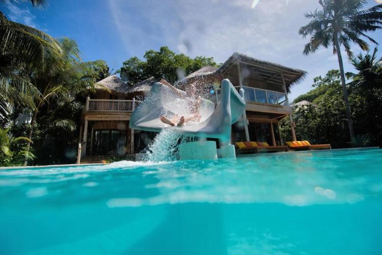 отели мальдив с водной горкой и бассейном
