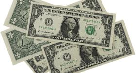 Dólar tem novo dia de queda e fecha em R$ 3,71 embalado por eleições