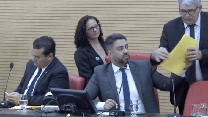Deputados derrubam veto contra agentes penitenciários, mas sindicato segue com movimento