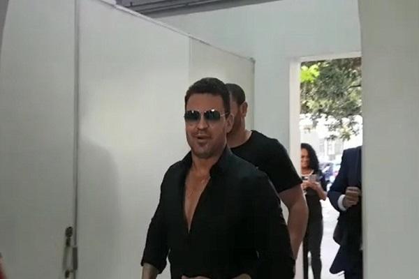 Suspeito de estelionato, sertanejo Eduardo Costa presta depoimento em BH