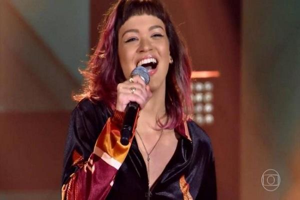 Cantora portovelhense, Gabriê, se apresenta no palco do The Voice Brasil; assista