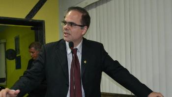 Alan Queiroz contempla dedicação dos educadores no Dia do Professor