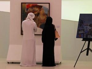 Em Abu Dhabi, casais não podem dar as mãos