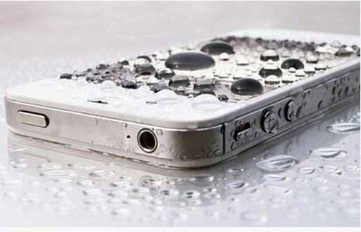 """Saiba como salvar seu telefone celular """"afogado"""""""