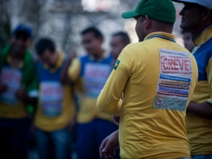 TST fixa reajuste e determina fim de greve nos Correios