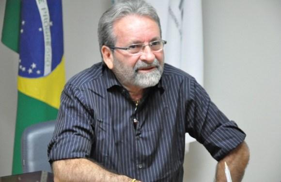 """Conselheiro do CFM afirma que entidade se mantém contra """"Mais Médicos"""""""