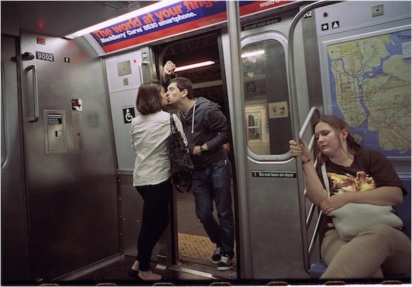 Fotógrafo registra amor urbano nas ruas de Nova York