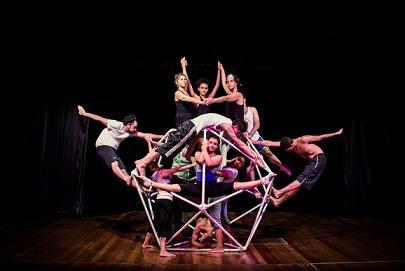 Sesc apresenta espetáculo  de dança que explora o corpo e suas possibilidades no espaço