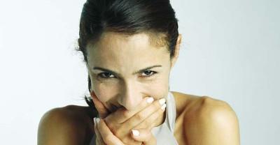 Estudo comprova: as pessoas sorriem diante do sofrimento de  alguém invejado