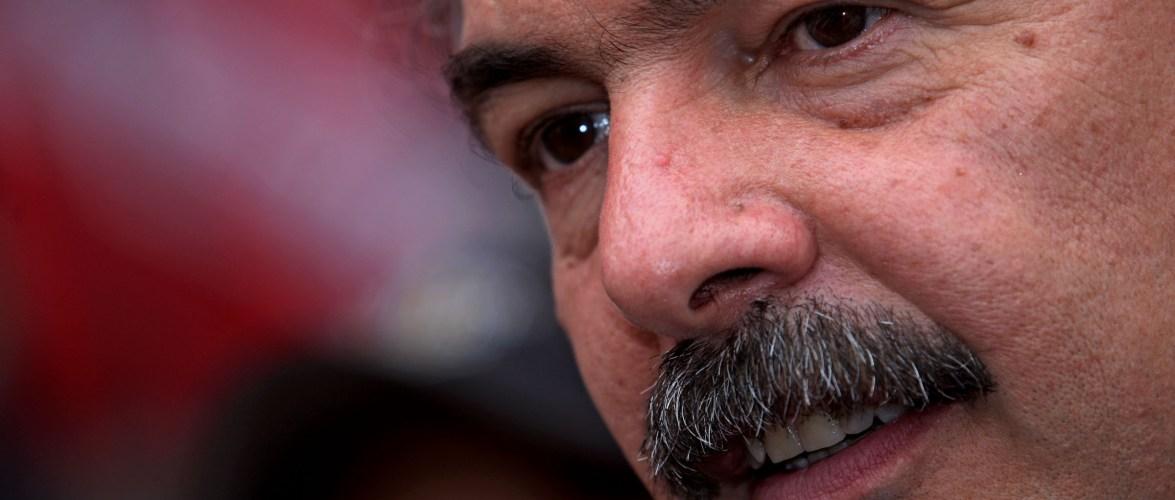 Oposição vai à PGR pedir prisão de Mercadante