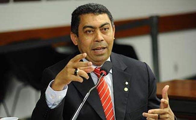 Câmara de Alto Alegre dos Parecis quer cassar Padre Ton por não morar no município
