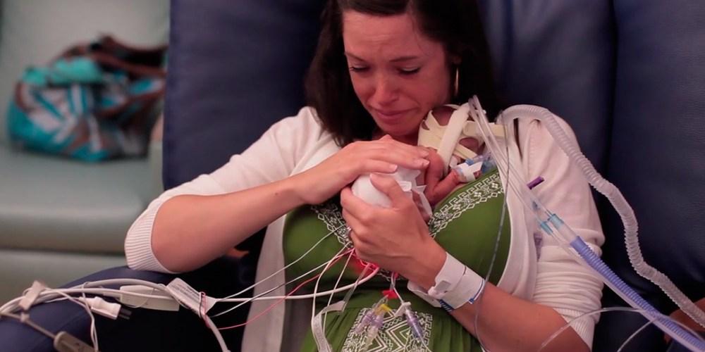 Pai cria vídeo emocionante com o primeiro ano de vida do filho prematuro