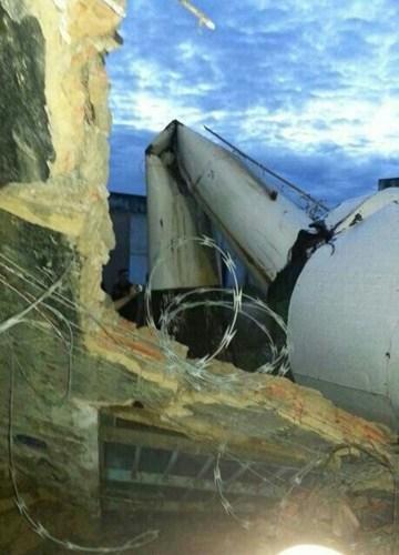 Caixa D'Água do presídio Pandinha cai de madrugada e destrói parte do muro