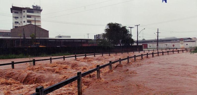 Pânico e comoção em Rolim de Moura por causa das chuvas