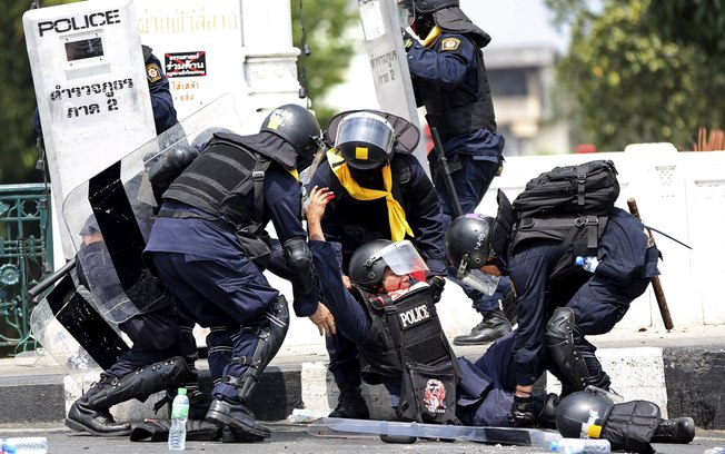 Confronto entre manifestantes e polícia deixa quatro mortos na Tailândia