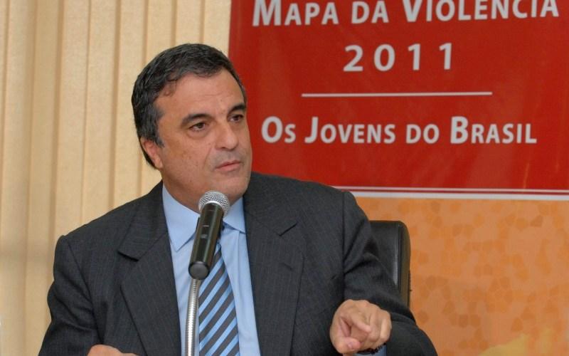 O ministro da Justiça, José Eduardo Cardozo, diz em entrevista que sistema judiciário deve ser repensado