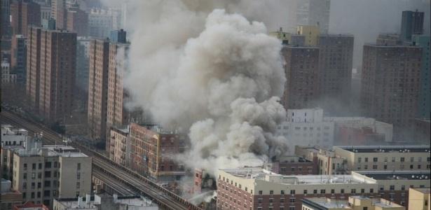 Explosão causa desabamento de pelo menos dois edifícios em Nova York