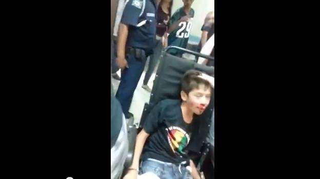 Mulher implora por atendimento médico para o filho e é detida por policiais