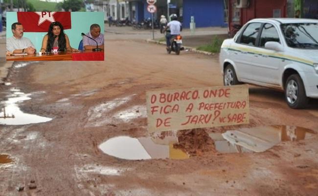 Populares de Jaru realizam protesto contra más condições das vias públicas