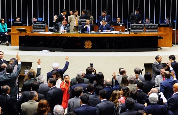 Câmara gastou R$ 135 milhões para divulgar mandatos